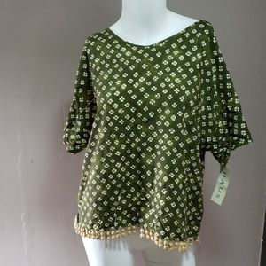 Chaus Ladies Top Sz 10 Green with beads NWT